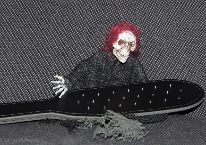 20141116-015wm Skelly vampire paddle