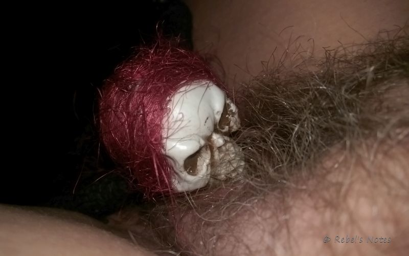 20141129-034wm Skelly pussy pubic hair sucking