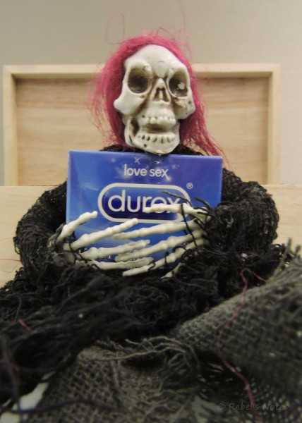 20151102 (23)wm skelly condoms