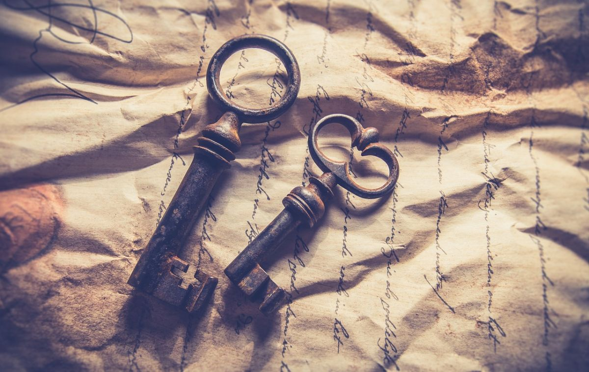 Image of two old keys, to go with my story Alice's Wonderland.